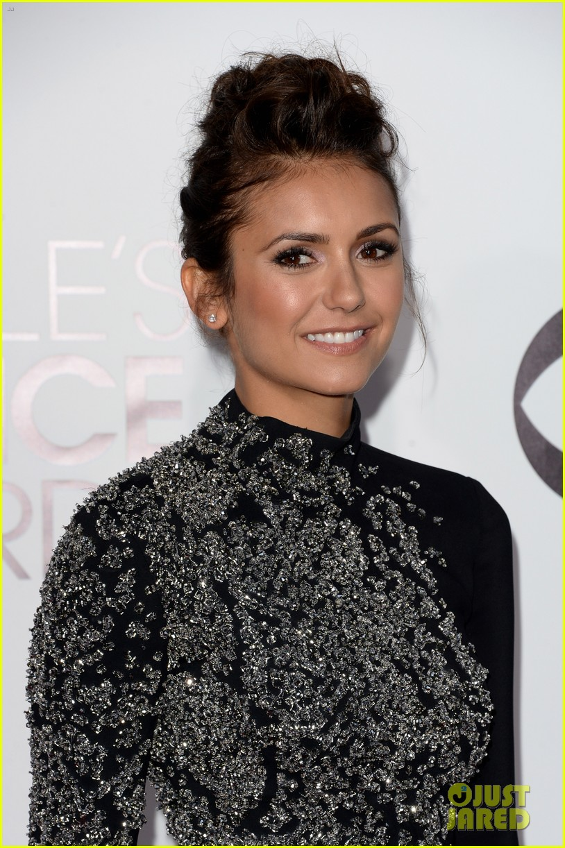 nina dobrev peoples choice awards 2014 red carpet 123025543