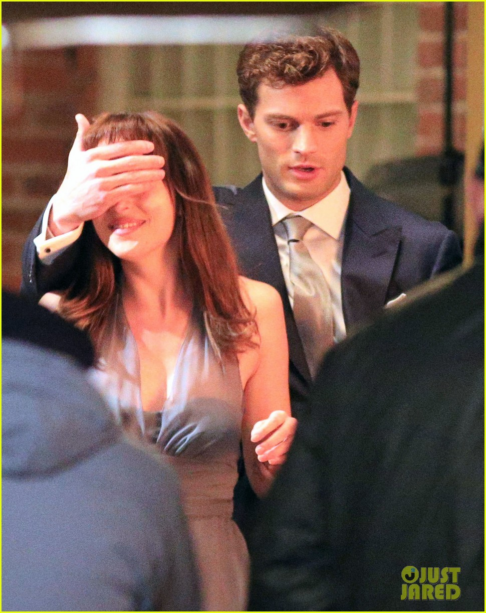 jamie dornan dakota johnson anastasia gets her new car 25