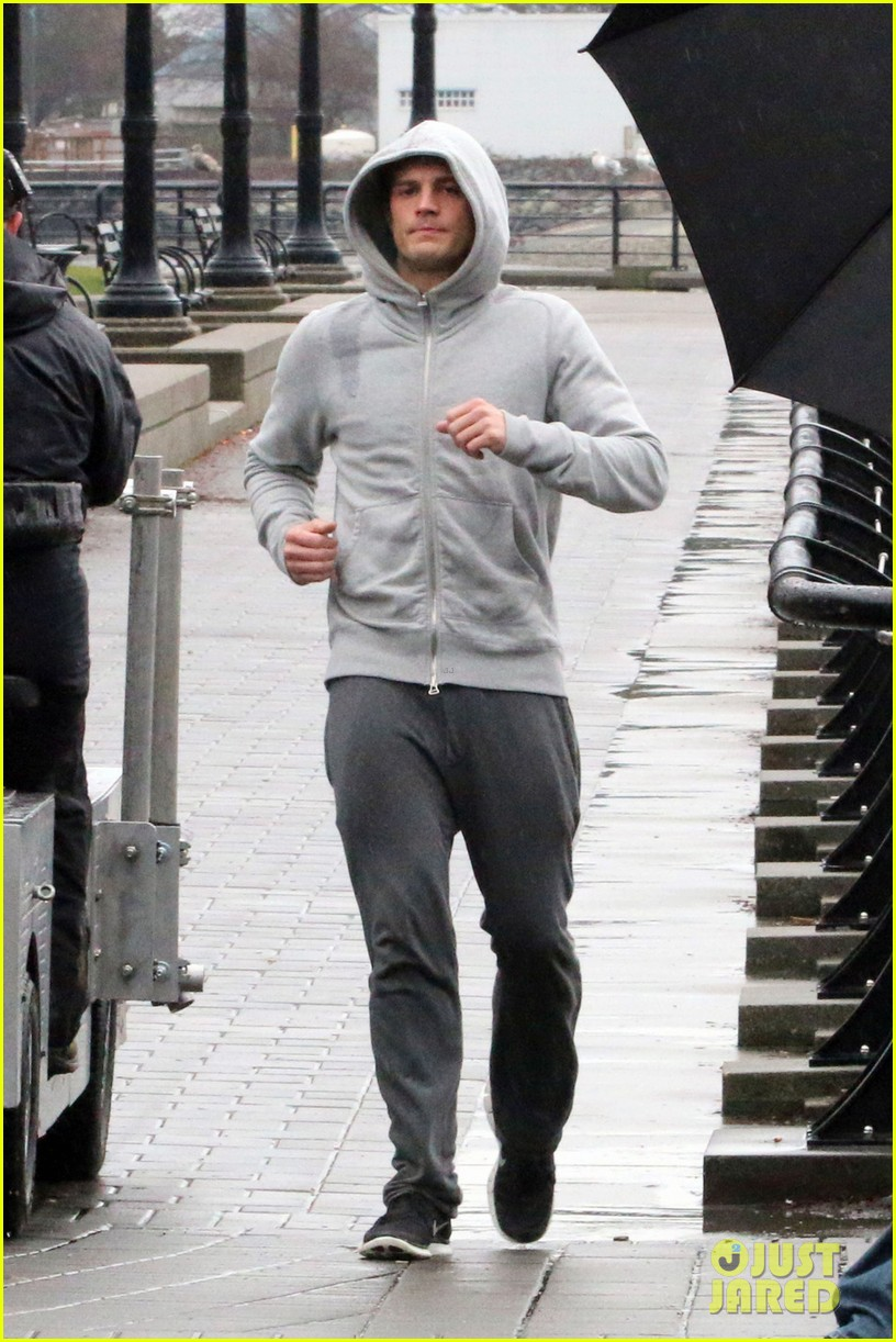 jamie dornan is head to toe grey for fifty shades of grey jogging scene 01