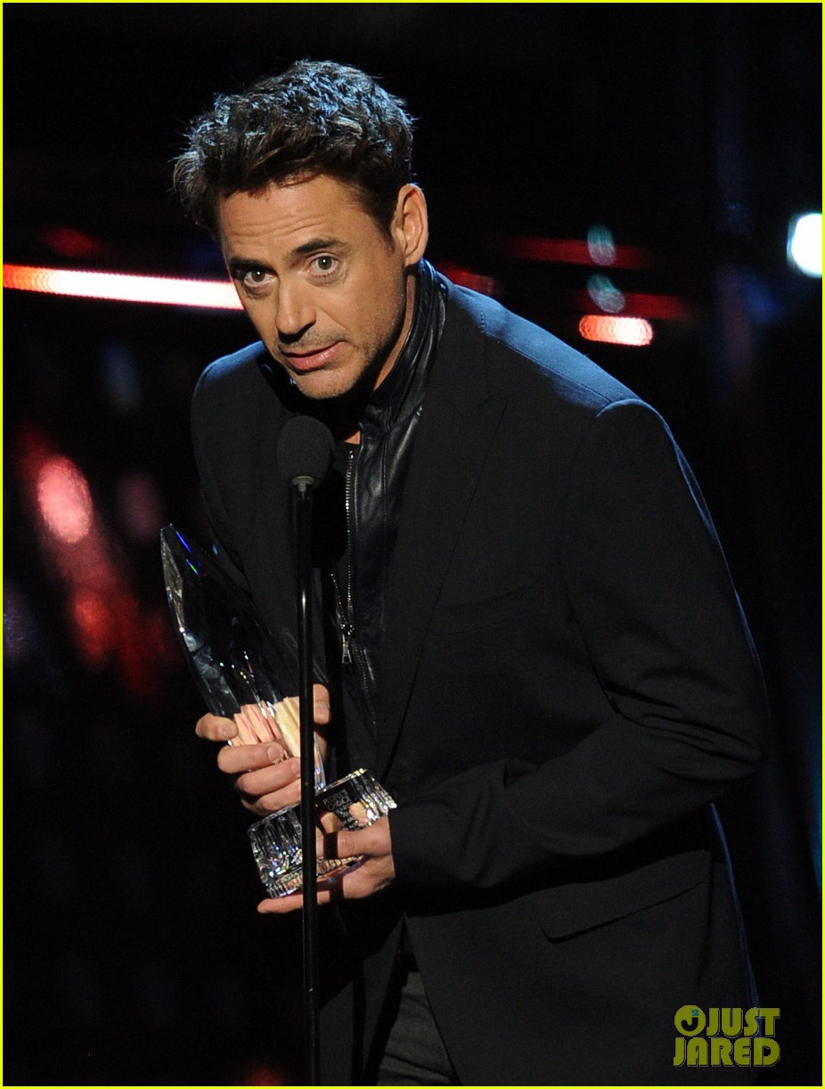 robert downey jr wins favorite action movie star at pcas 07