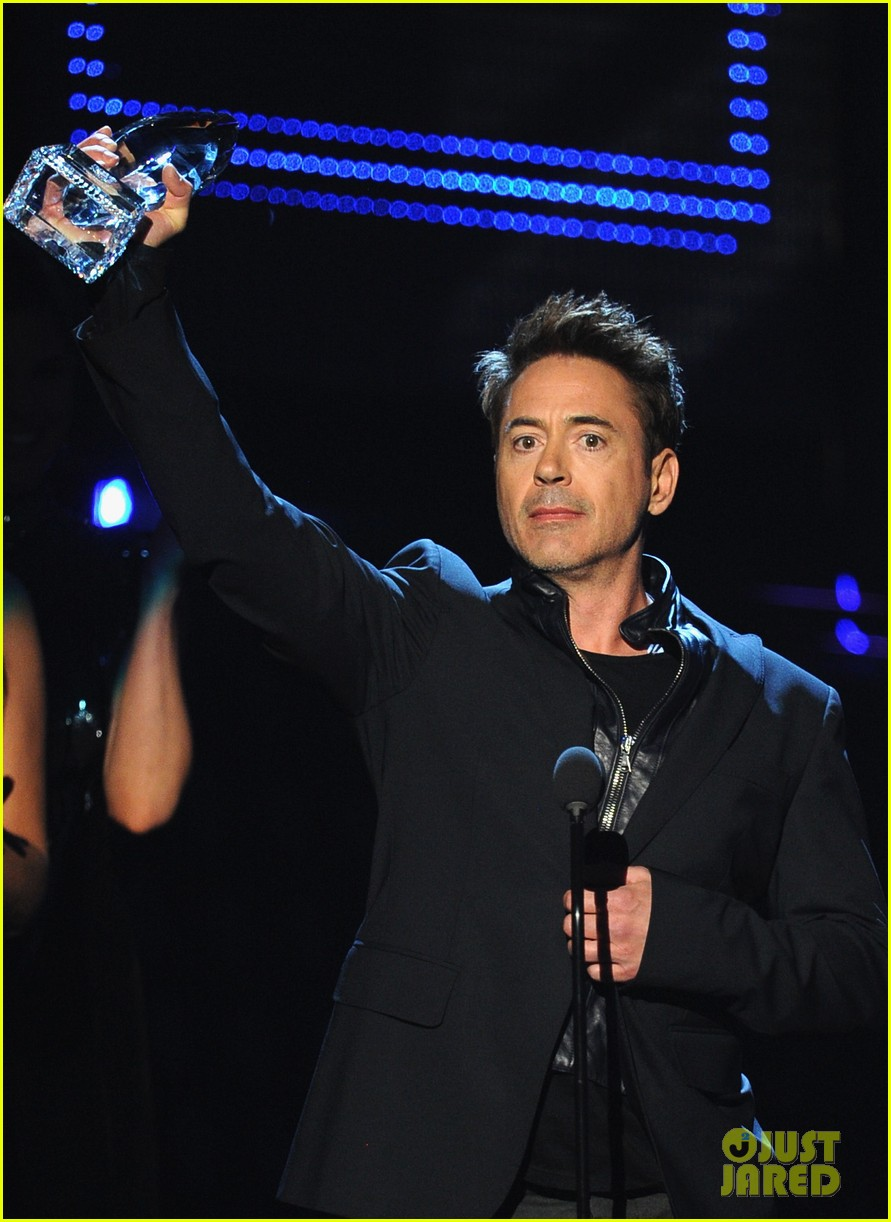 robert downey jr wins favorite action movie star at pcas 083025900