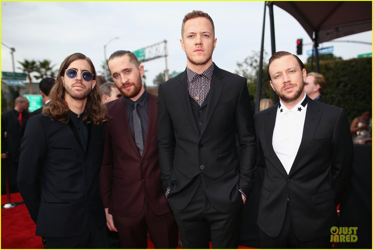 imagine dragons performs radioactive with kendrick lamar at grammys 2014 video 06