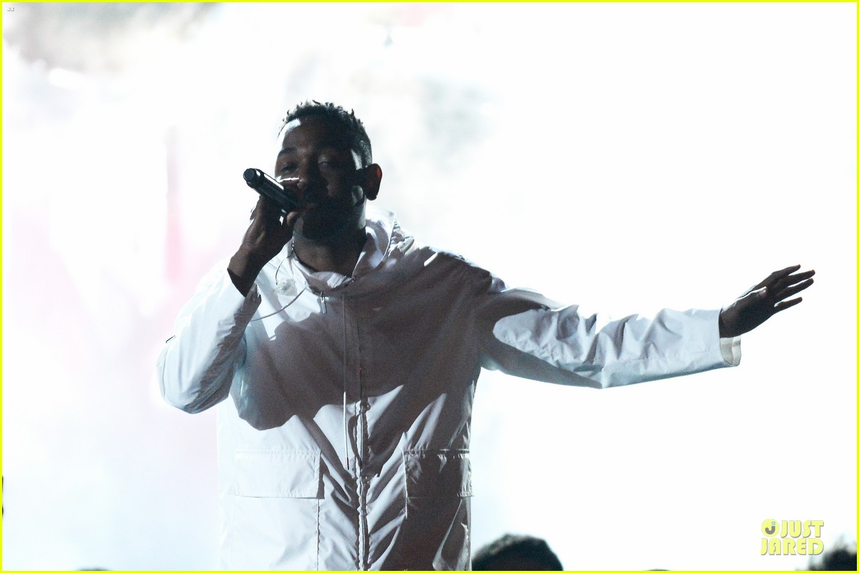 imagine dragons performs radioactive with kendrick lamar at grammys 2014 video 103041423