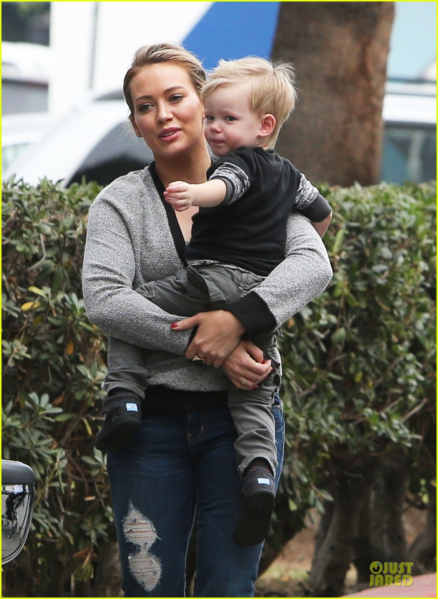 hilary duff weekend flea market stop with luca 163041793
