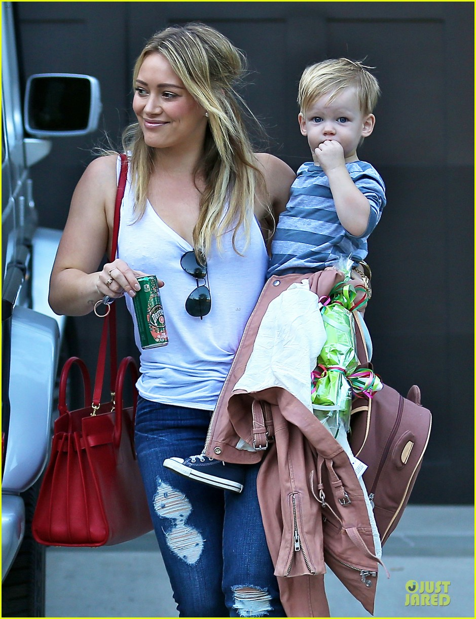 hilary duff steps out without wedding ring photo 3030520 celebrity babies hilary duff luca comrie mike comrie pictures just jared - Hilary Duff Wedding Ring