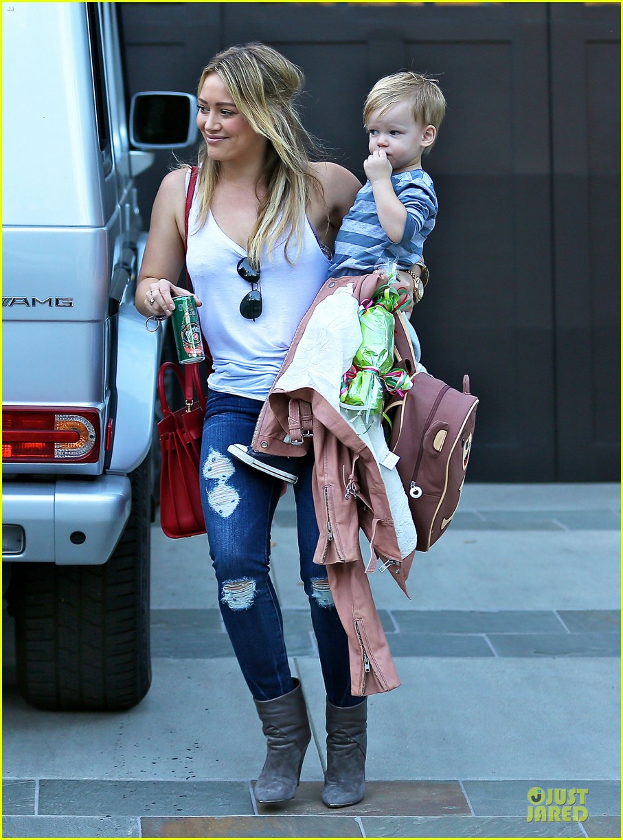 hilary duff steps out without wedding ring 123030530