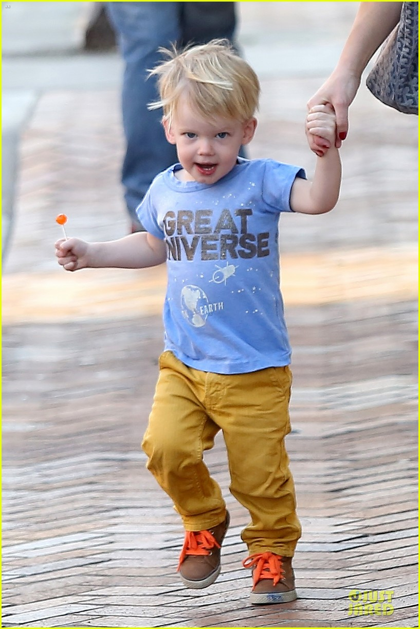 hilary duff its a great universe with luca 15