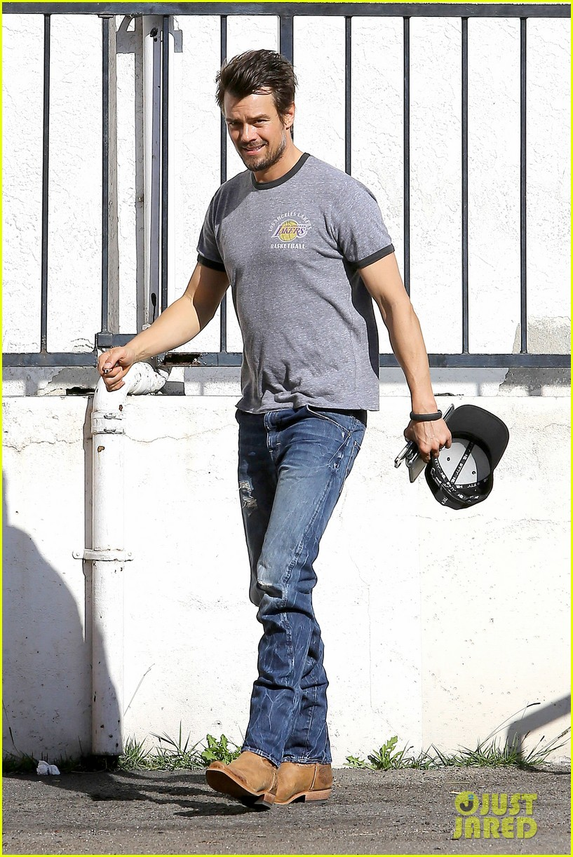 josh duhamel back in la after teaming up with pedigree at sundance 10