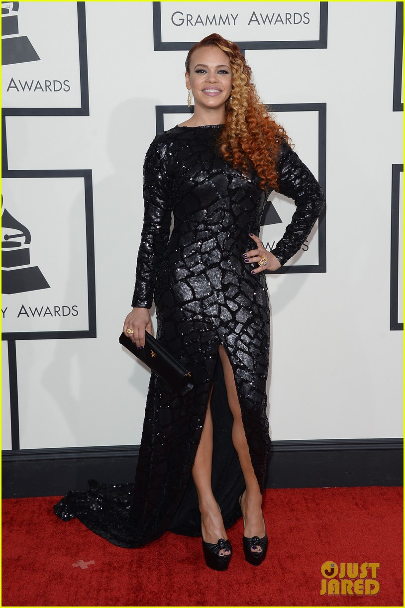 faith evans grammys 2014 red carpet 03