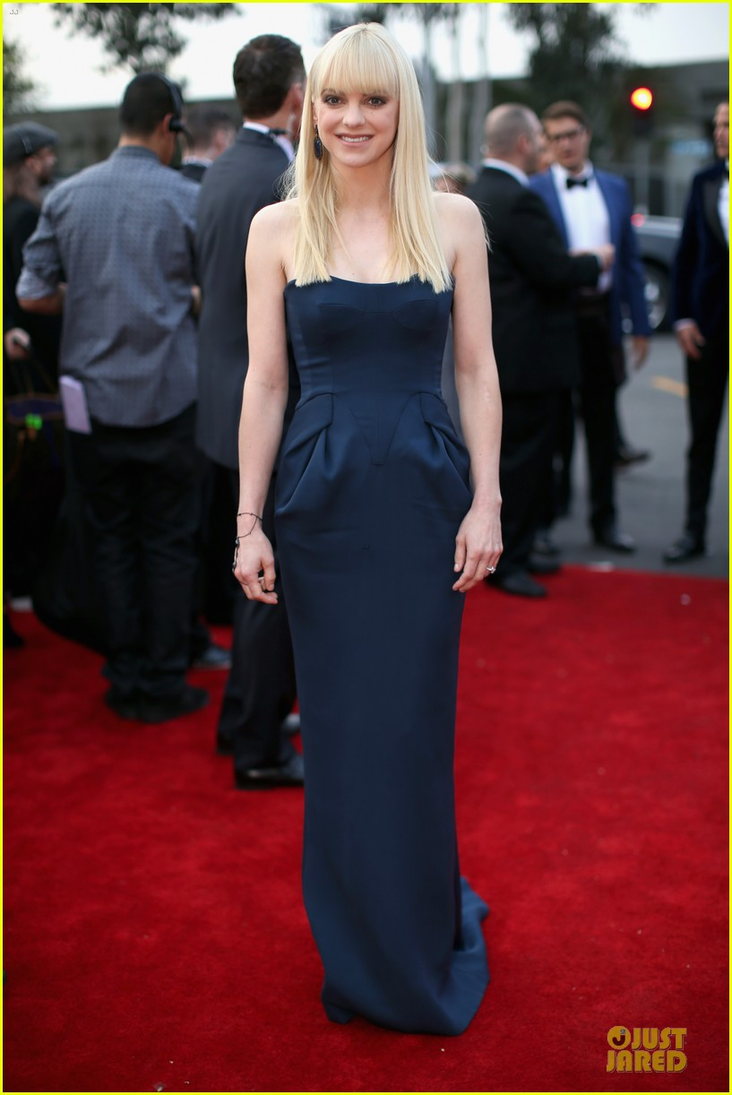 anna faris grammys 2014 red carpet 033041169
