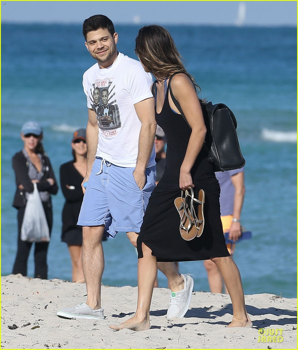 jerry ferrara shirtless miami beach lounging with girlfriend 01
