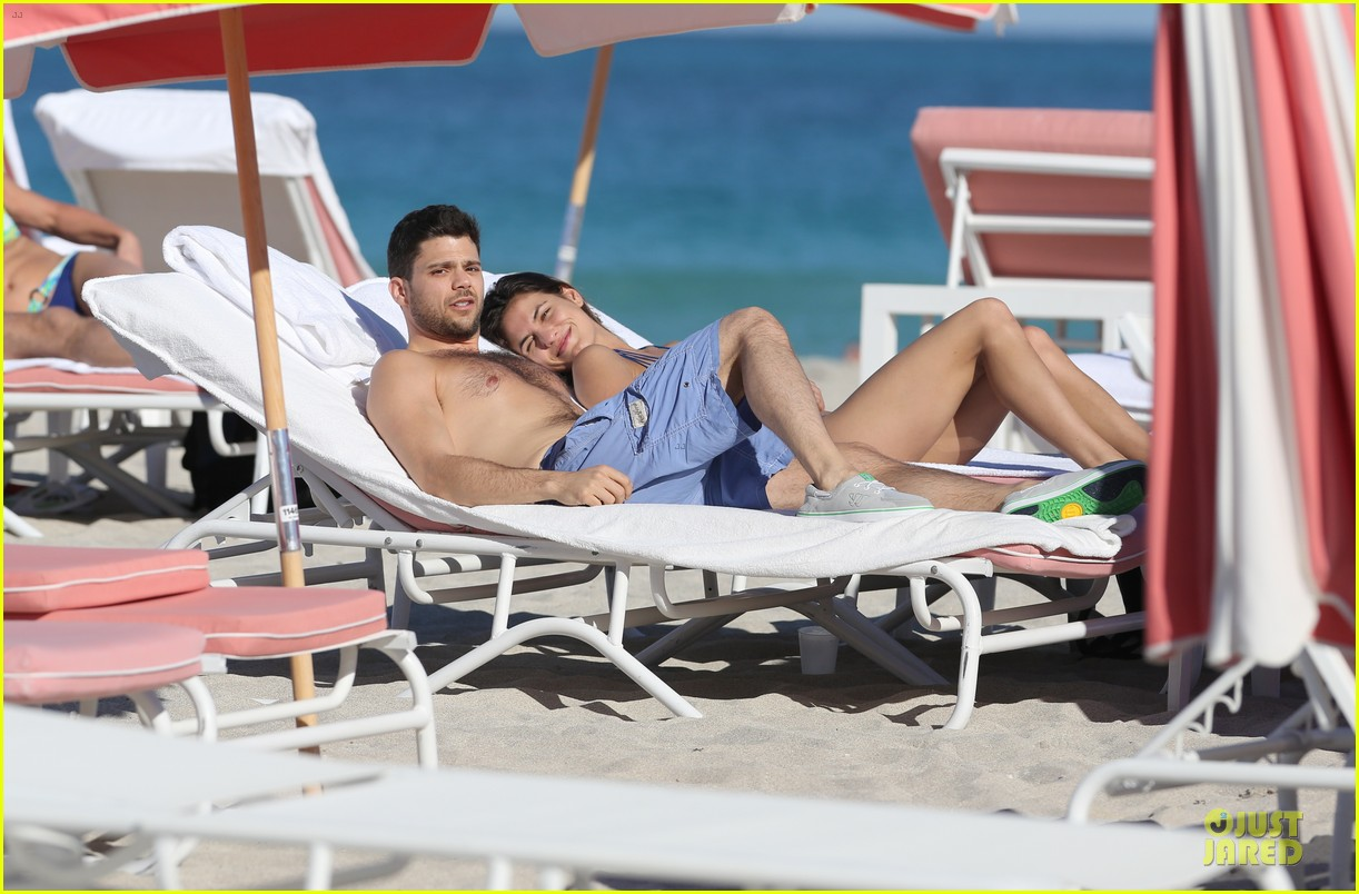 jerry ferrara shirtless miami beach lounging with girlfriend 043036111