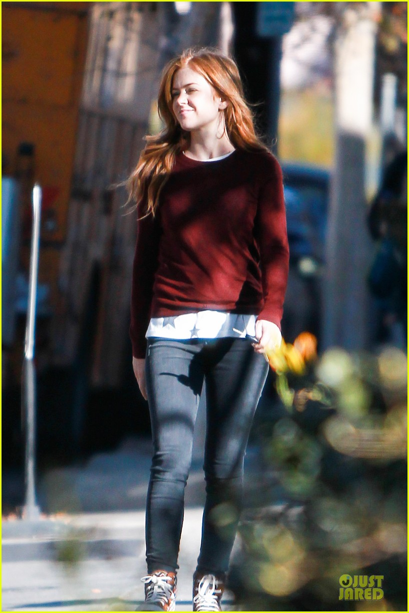 isla fisher runs errands before the sag awards 01