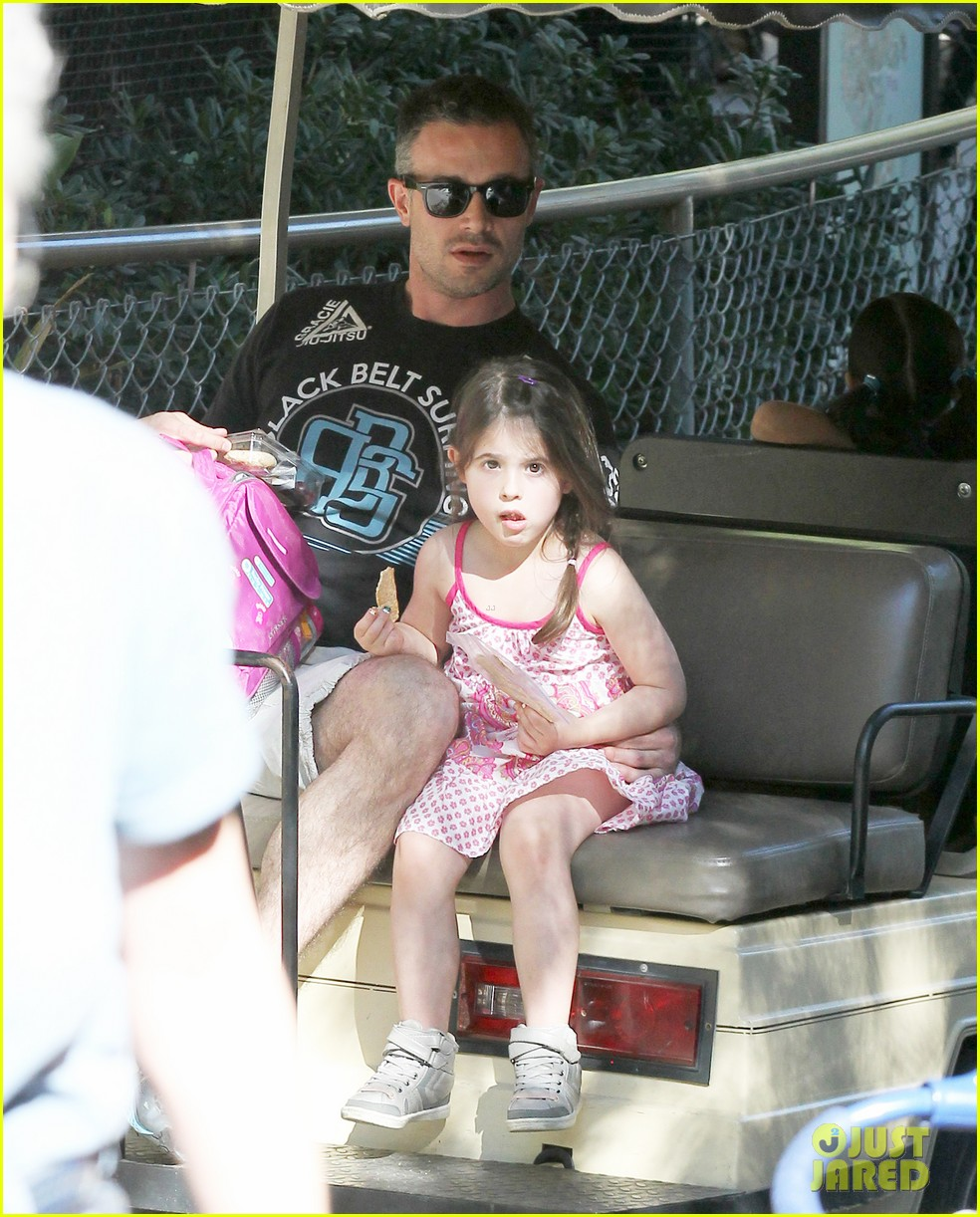 freddie prinze jr charlotte have father daughter zoo date 07