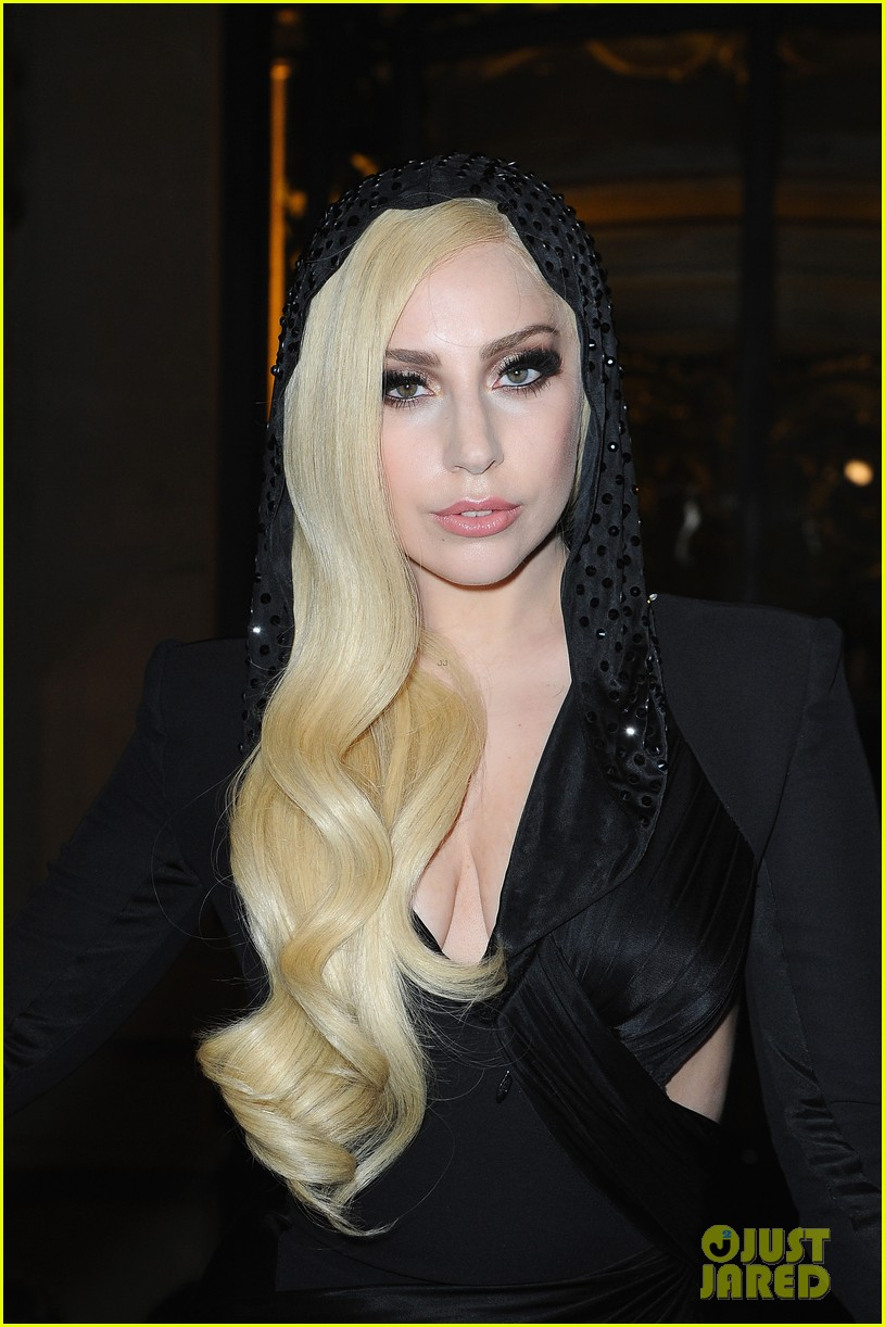 lady gaga front row at atelier versace paris show 02