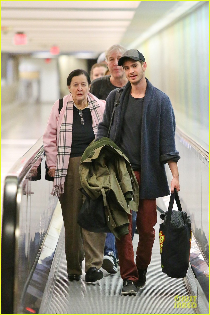 andrew garfield poses with spiderman fan at lax airport 033042307