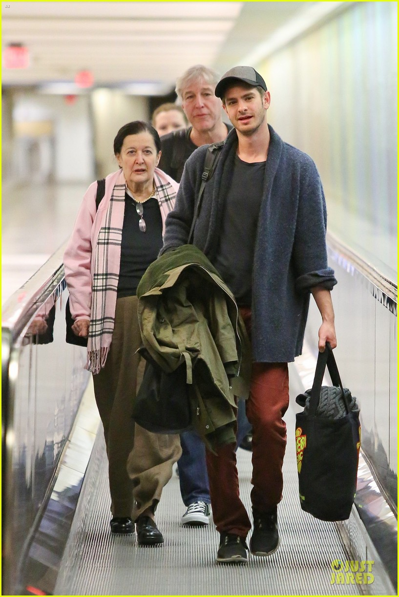 andrew garfield poses with spiderman fan at lax airport 23