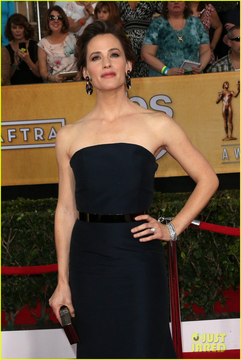 jennifer garner sag awards 2014 red carpet 01