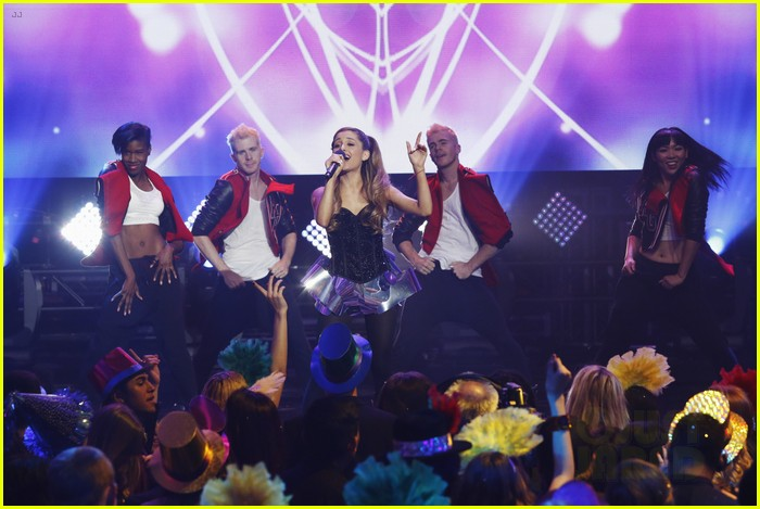 ariana grande dick clarks new years rockin eve performance video 07