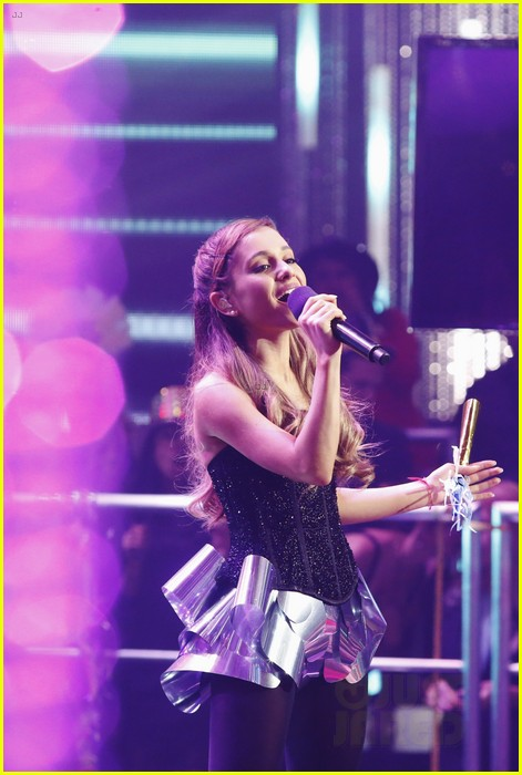 ariana grande dick clarks new years rockin eve performance video 103020834