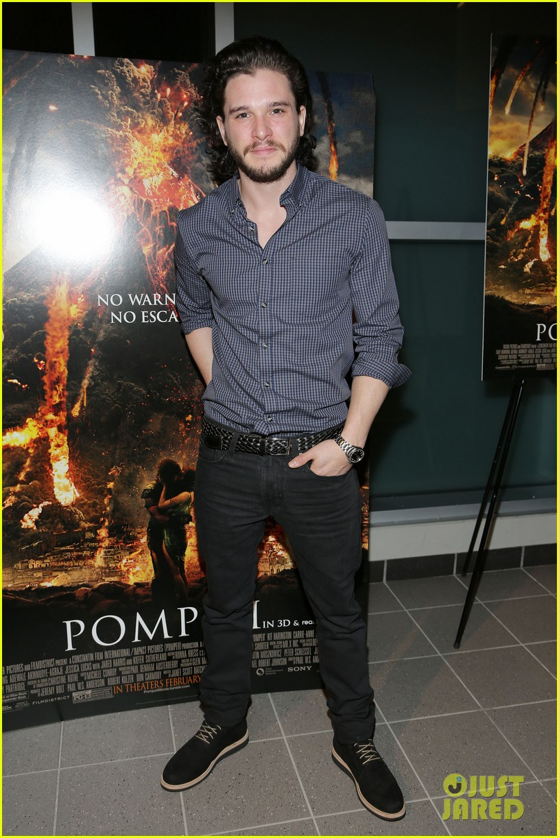 kit harington meets his fans at pompeii event in miami 03