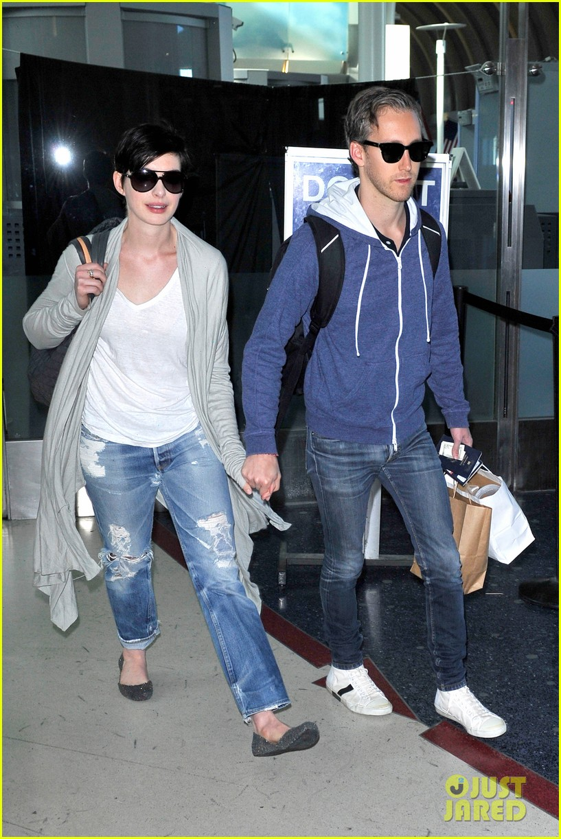 anne hathaway adam shulman escape to hawaii for romantic getaway 12