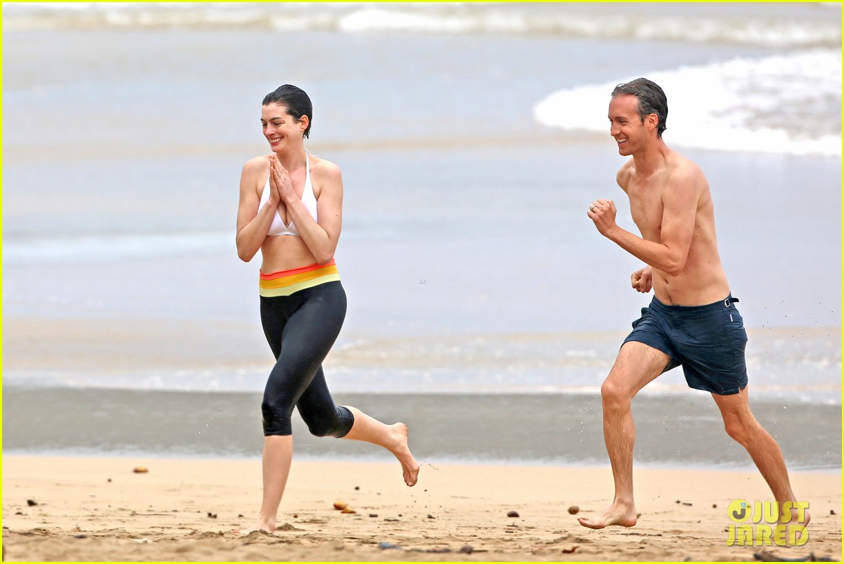 Anne Hathaway Greets M...