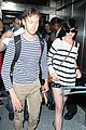 anne hathaway greets mob of fans at lax 25
