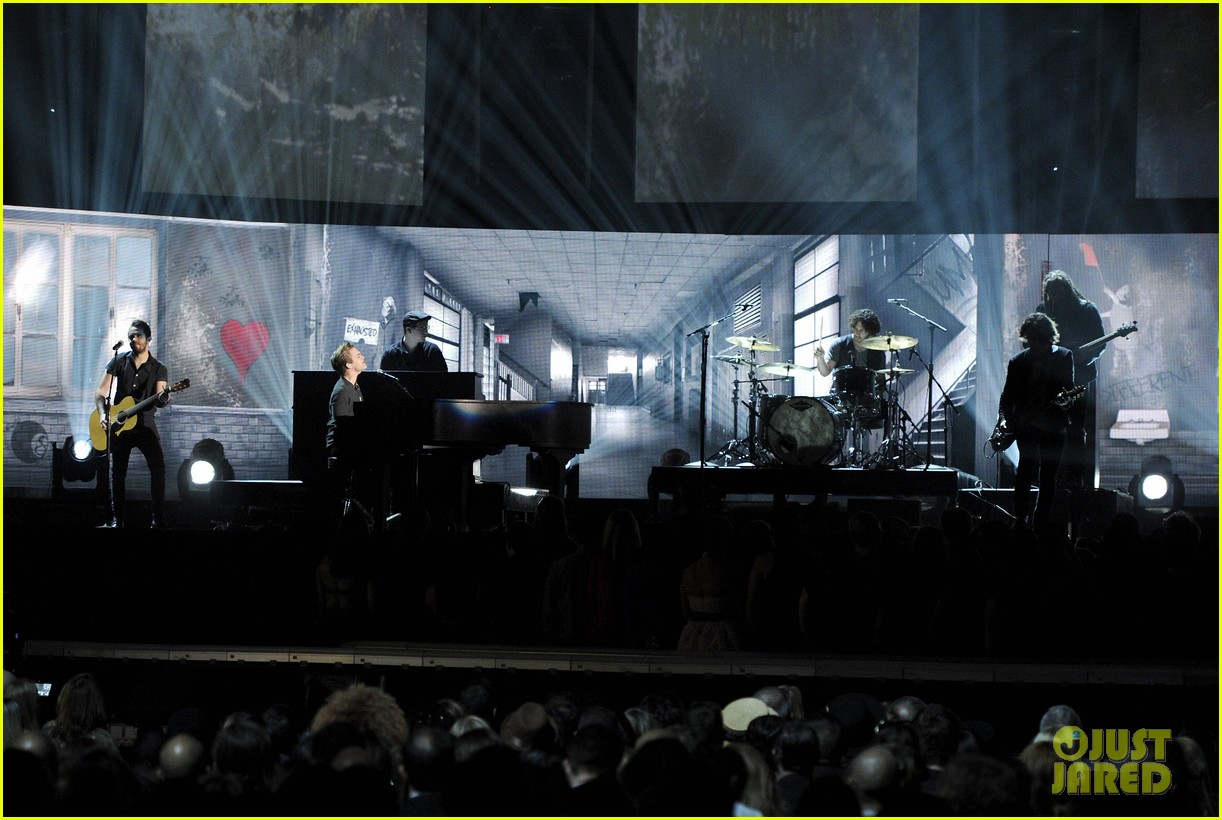 hunter hayes debuts invisible during grammys 2014 video 02