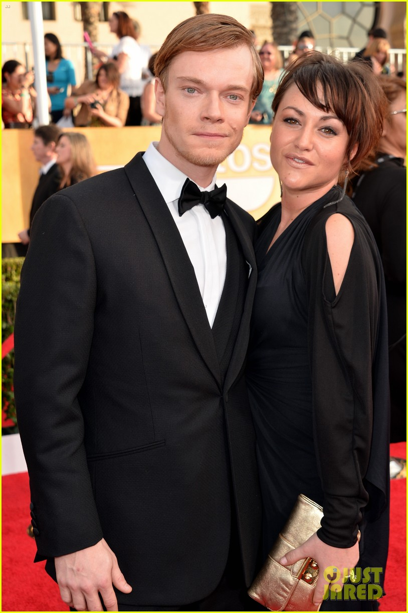 lena headey sophie turner sag awards 2014 red carpet 043034969