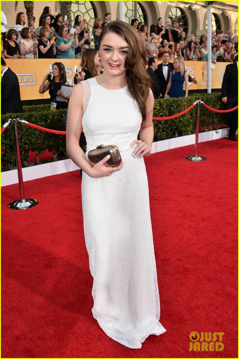 lena headey sophie turner sag awards 2014 red carpet 13