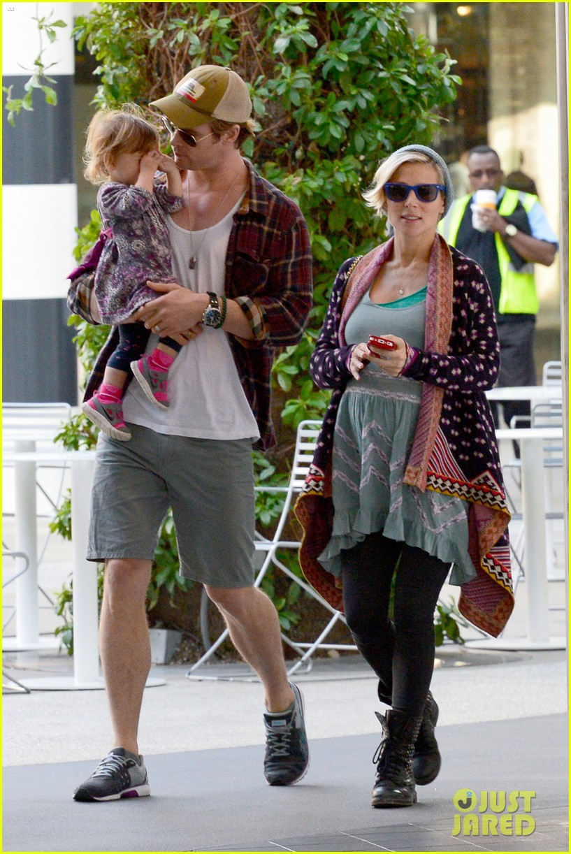 chris hemsworth true food lunch with elsa pataky india 213025924