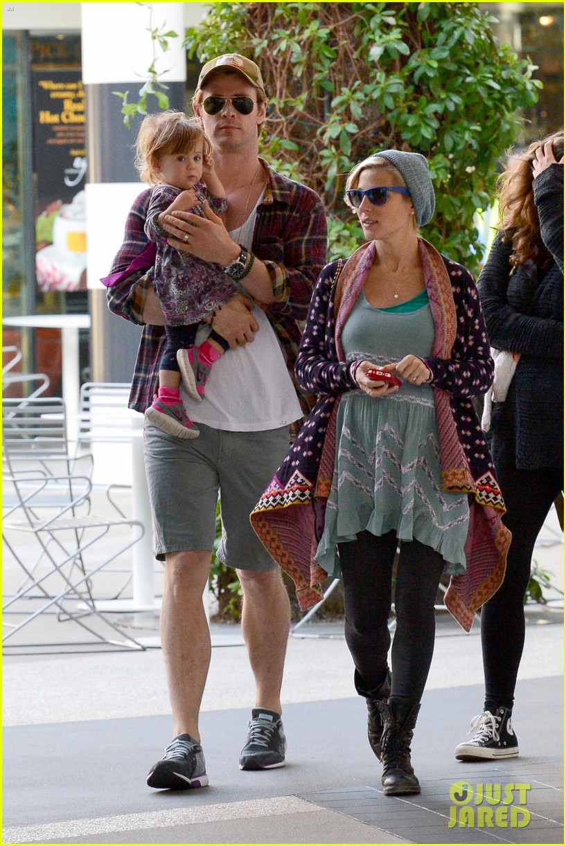 chris hemsworth true food lunch with elsa pataky india 24