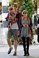 chris hemsworth true food lunch with elsa pataky india 17