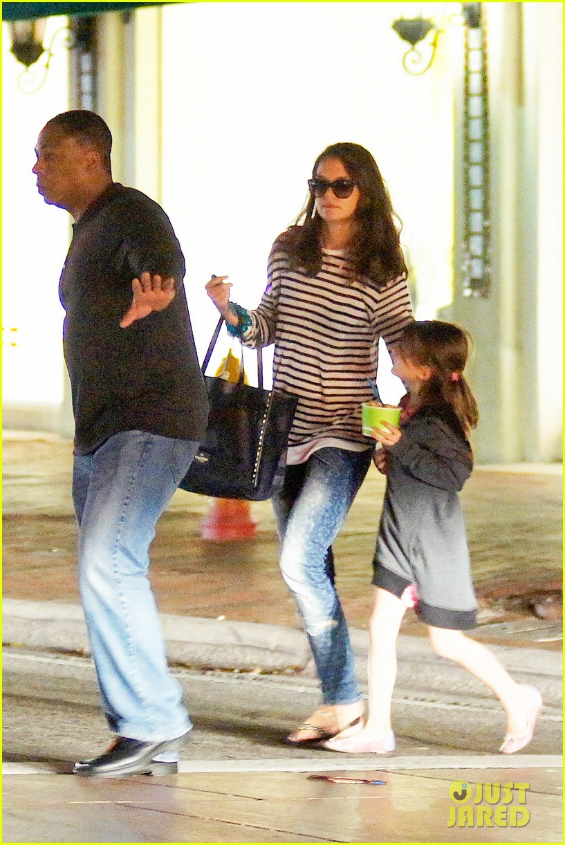katie holmes goes shopping gets frozen yogurt with suri 013021878