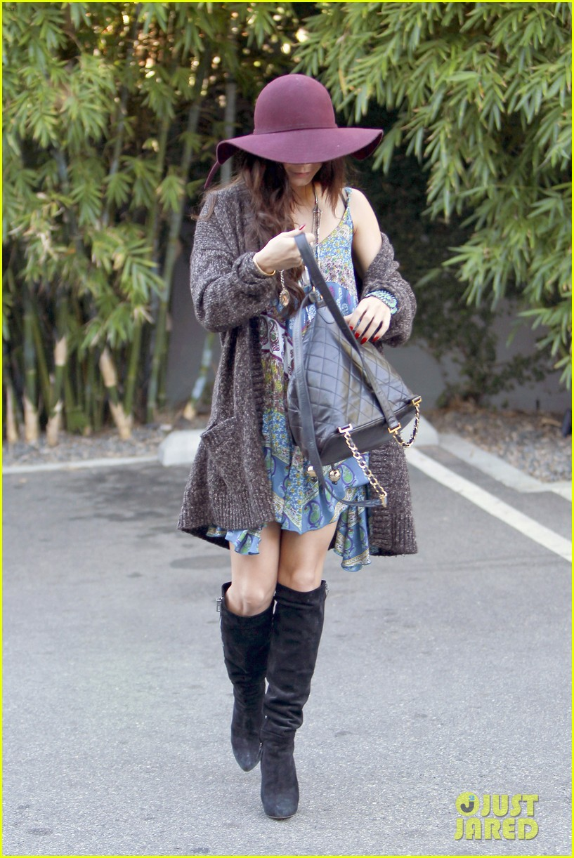vanessa hudgens hangs with austin butler before leno taping 113032287