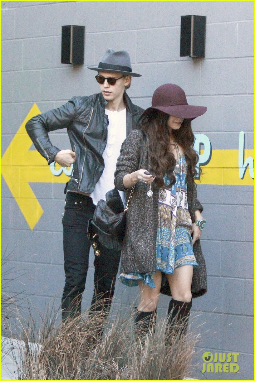 vanessa hudgens hangs with austin butler before leno taping 15