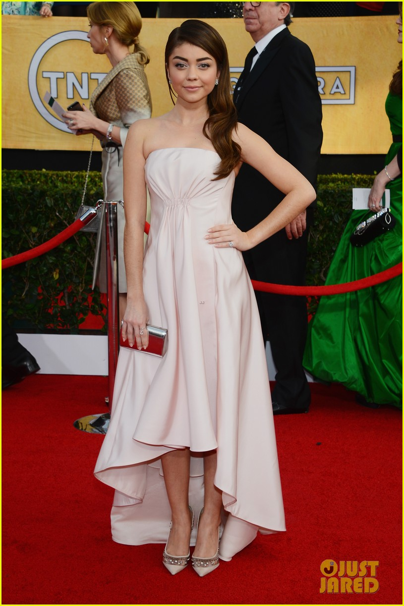 sarah hyland ariel winter sag awards 2014 red carpet 053034592