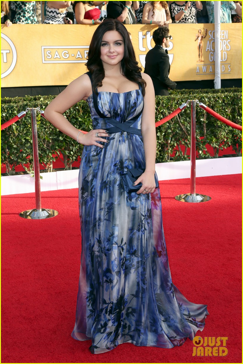sarah hyland ariel winter sag awards 2014 red carpet 07