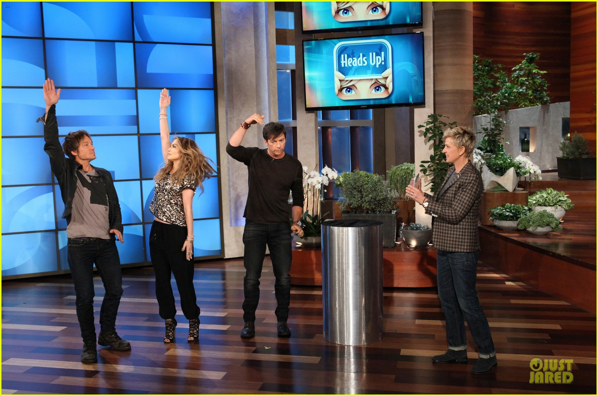 american idol judges play heads up on ellen 01