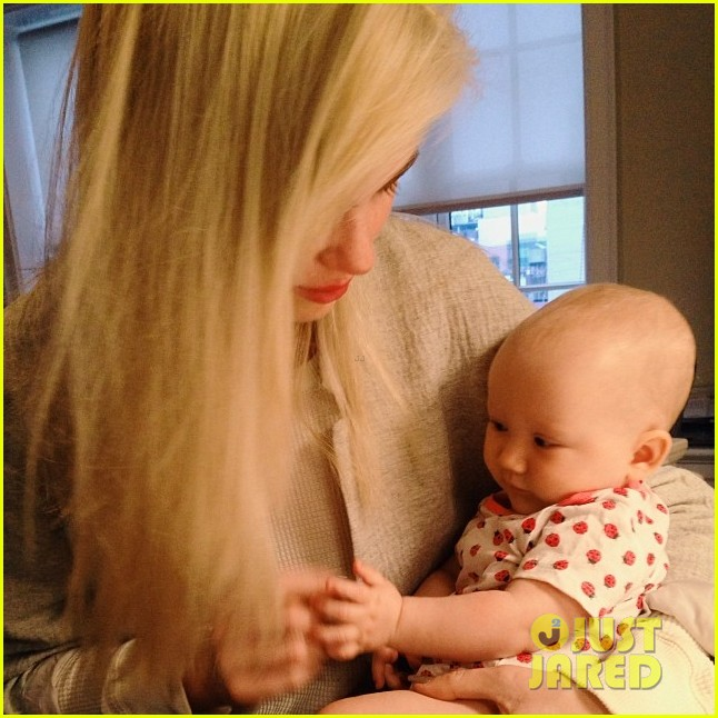 ireland baldwin shares adorable photo of baby sister carmen 023045054