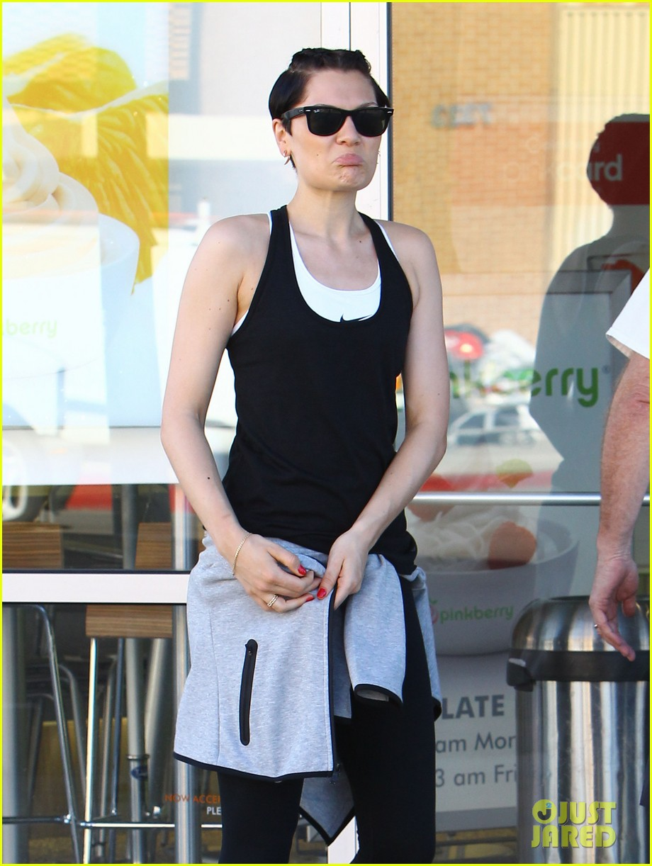 jessie j rocks blue hair while spending time in la 03