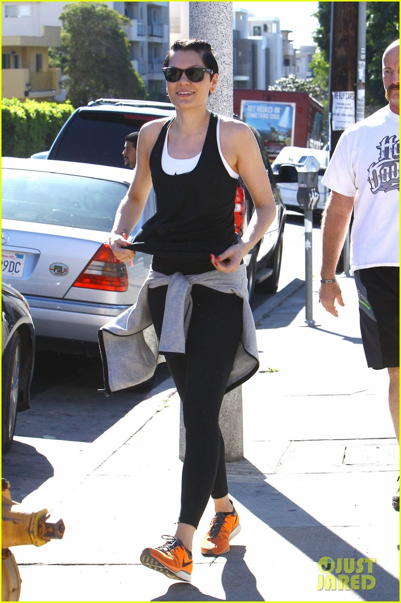 jessie j rocks blue hair while spending time in la 07