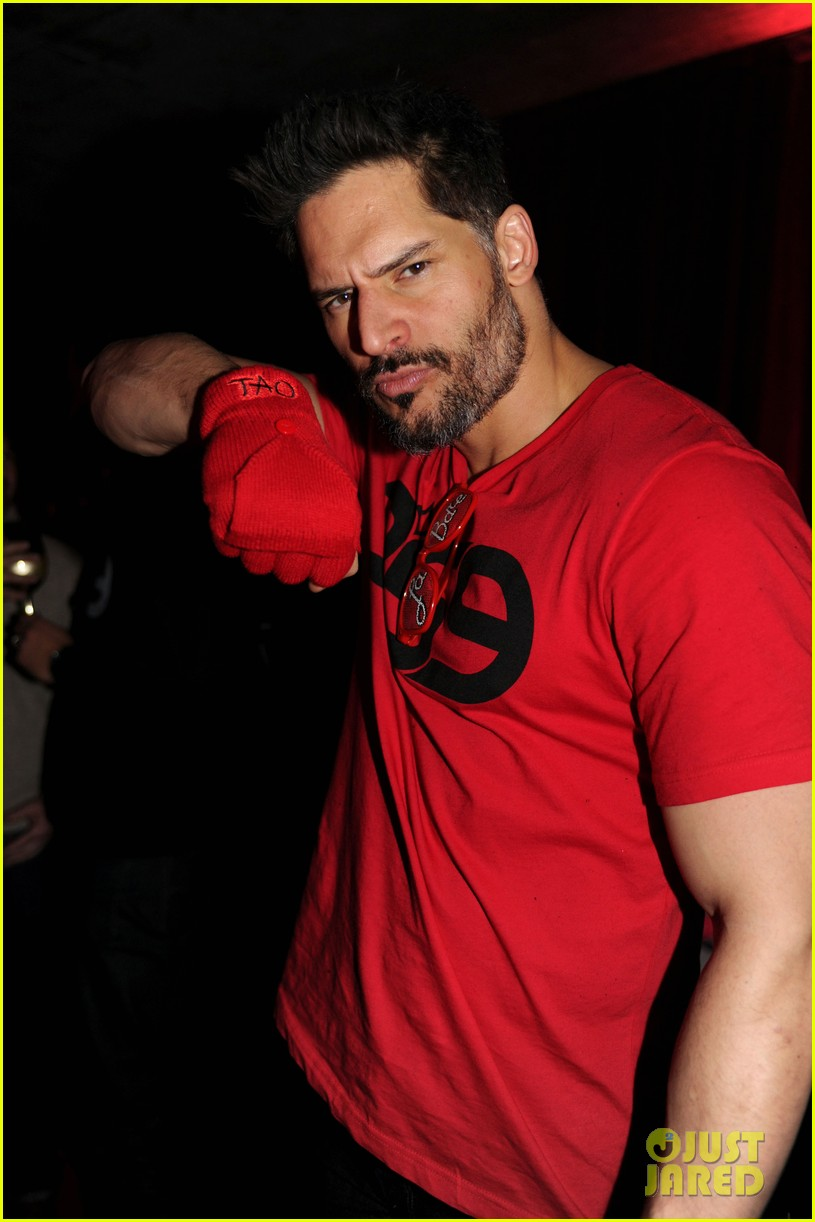 joe manganiello promotes la bare at sundance 04
