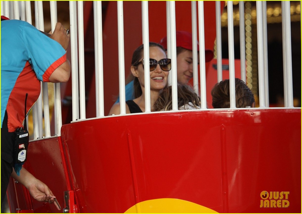 angelina jolie luna park fun with the kids 28