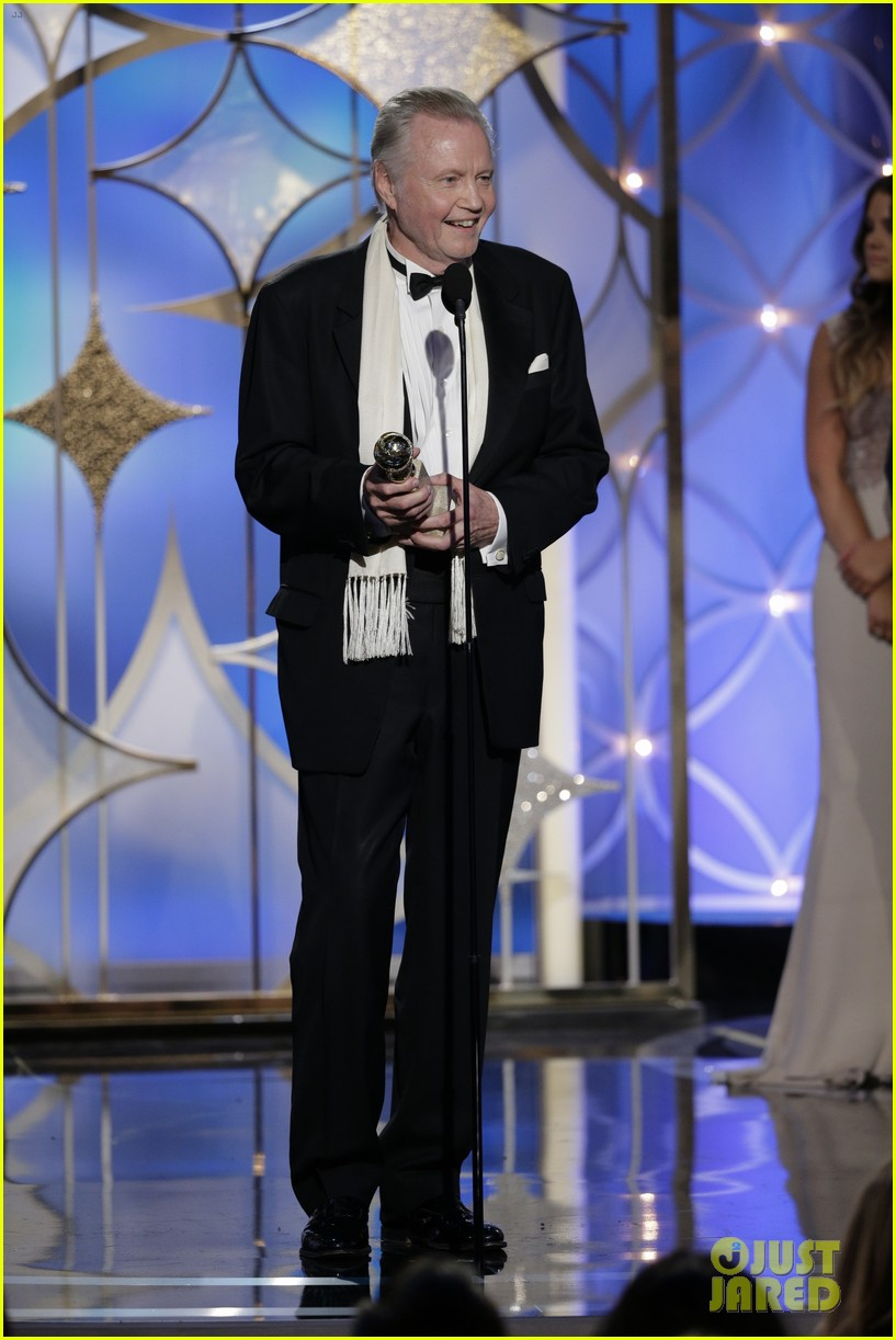 jon voight wins best supporting actor golden globes 2014 053029590
