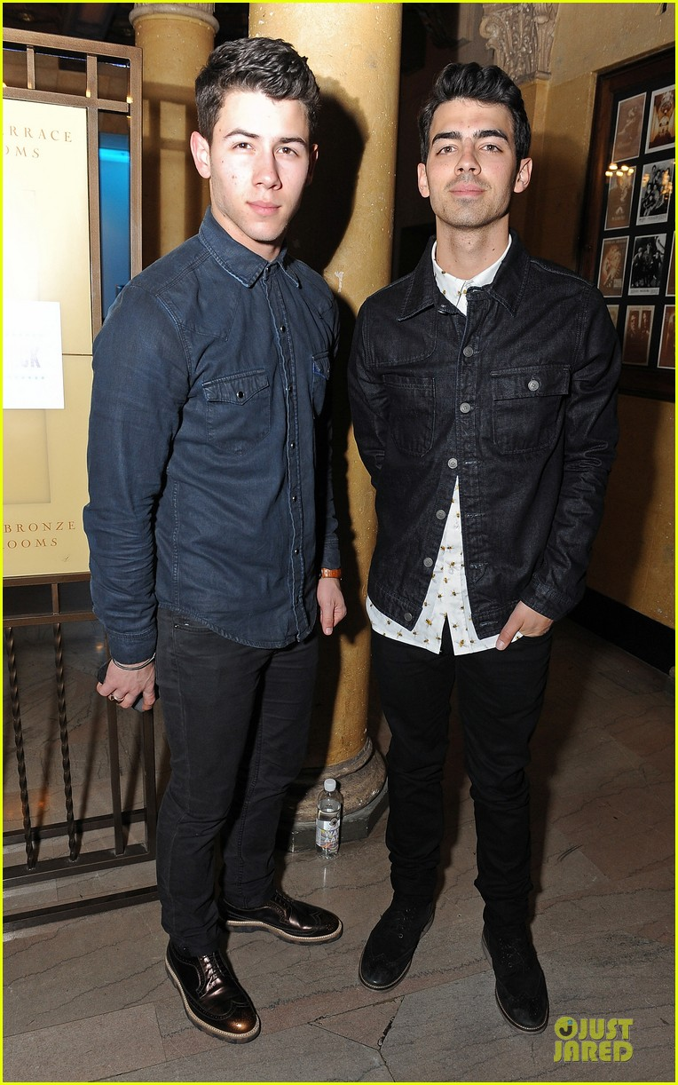 nick joe jonas friends n family pre grammy party 013040094
