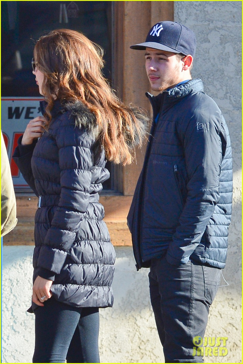 nick jonas olivia culpo hold hands in chilly mammoth 043021530