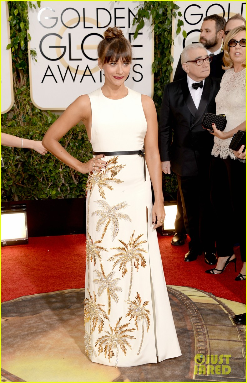 rashida jones golden globes 2014 red carpet 033029379