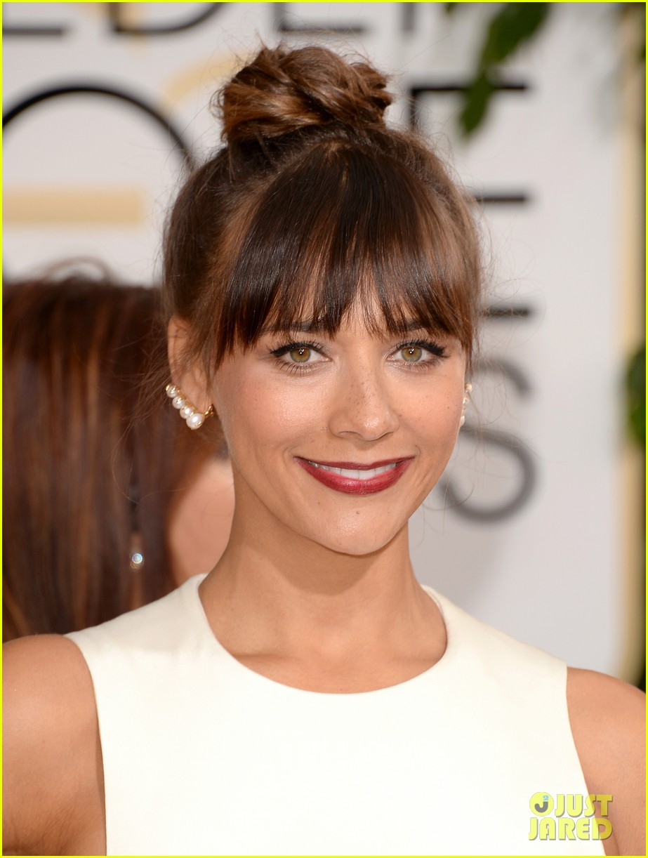 rashida jones golden globes 2014 red carpet 04